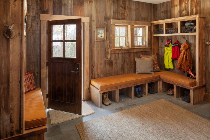 Refined rustic maine home design for Rustic mudroom ideas
