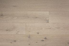 Light wood floors bring light to your interior design
